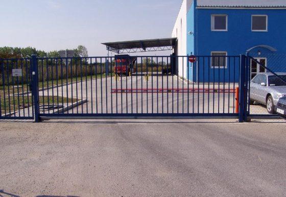 Vstupné brány do priemyselných objektov a areálov